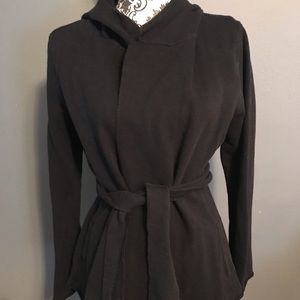 Womens lucky brand Size M Black Sweatshirt Flyaway